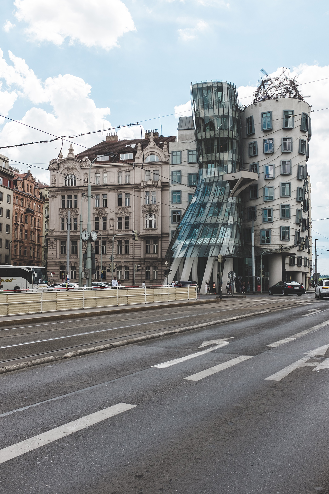 frank gehry dancing house prague