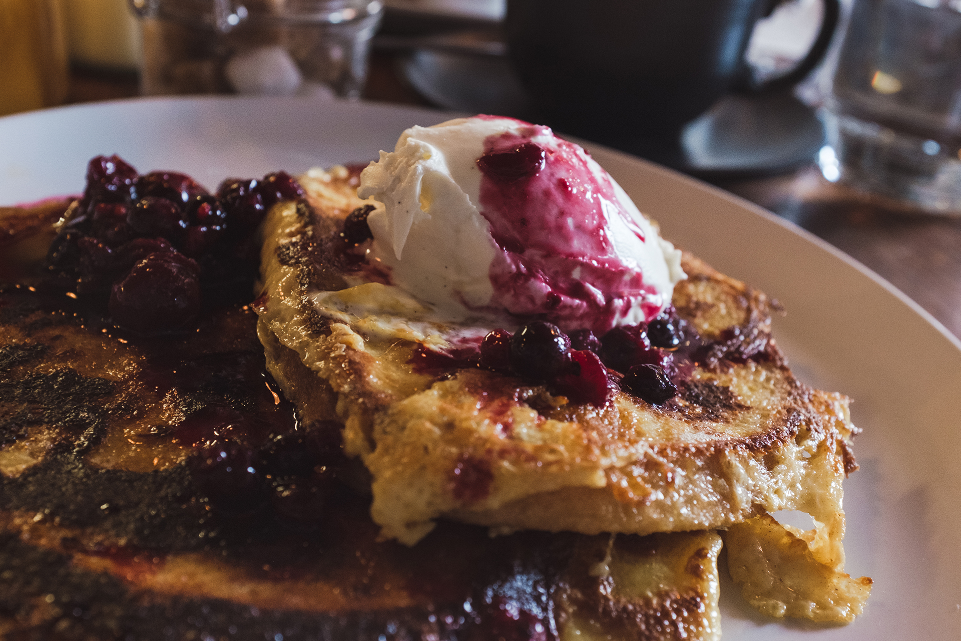 french toast berries vanilla